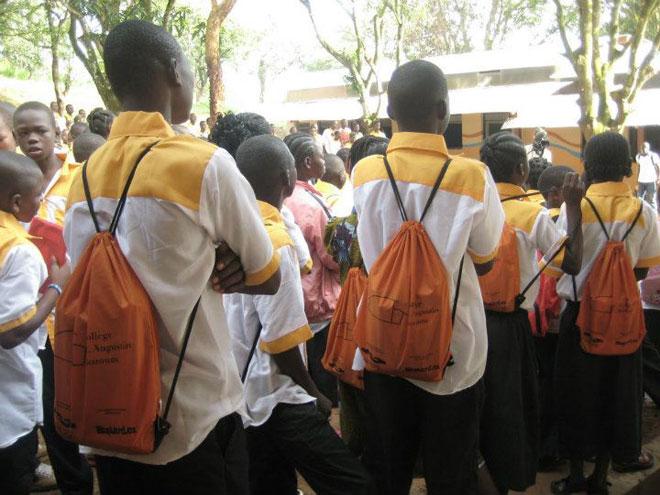 Batůžky pro školáky ve Středoafrické republice