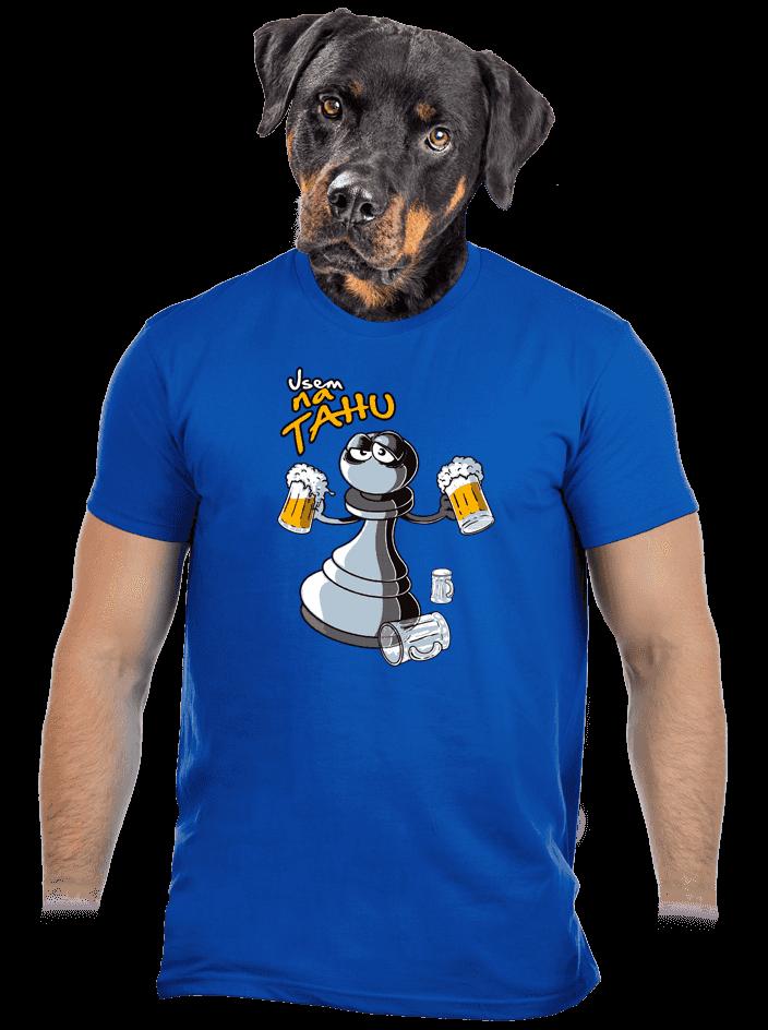 Na tahu modré pánské tričko